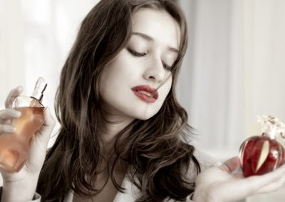 Portraitfoto mit Parfüm