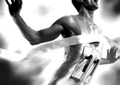 Sportler, der für Werbung im Fotostudio fotografiert wurde