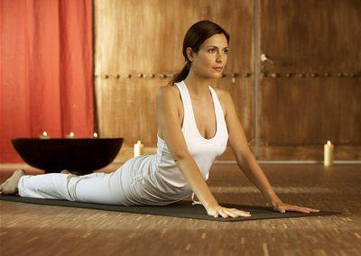 Dame beim Yoga für ihre Bewerbungsunterlagen